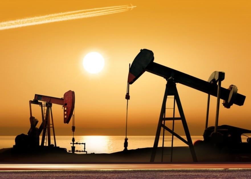 <h6>EH600A在油田磕头机上的应用</h6><p>一.概况 抽油机(又称磕头机)是目前采油生产中的主要设备,其数量达10万台以上。电动机装机总容量在3500万KW,年耗电量达百亿度以上。抽油机用电量约占油田总用电量的40%,运行效</p>